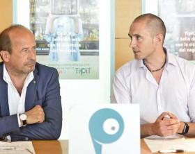 L'ideatore di Tipit Sascha Hofmann e il direttore provinciale di Confcommercio Amerigo Varotti
