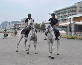 Polizia a cavallo a Pesaro