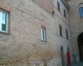 Le finestre bianhe comparse alla Corte Malatestiana