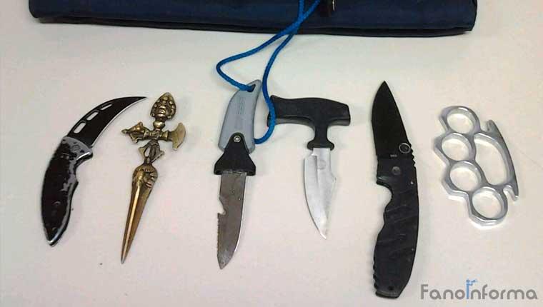 Le armi sequestrate all'uomo al termine del Tso dagli agenti della polizia municipale di Fano