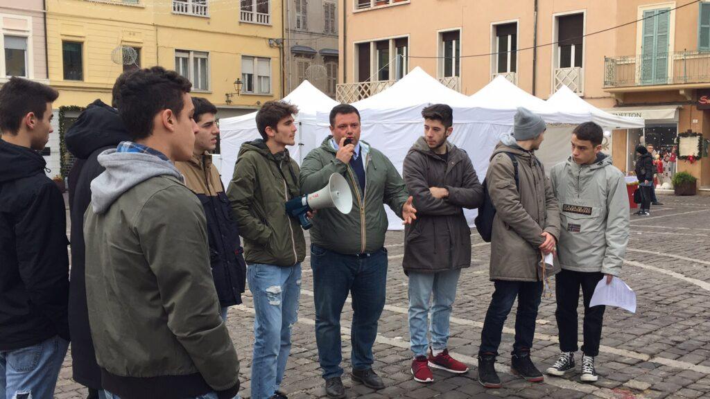 Carloni parla agli studenti del Battisti