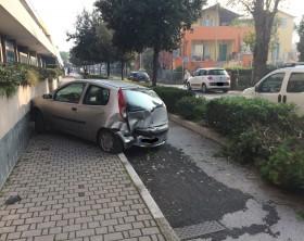 Auto tamponata in via Giustizia