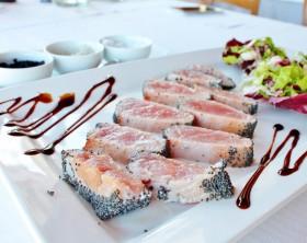 tonno rosso antipasti di pesce burro e alici