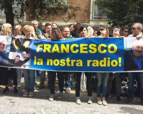 Striscione per Francesco
