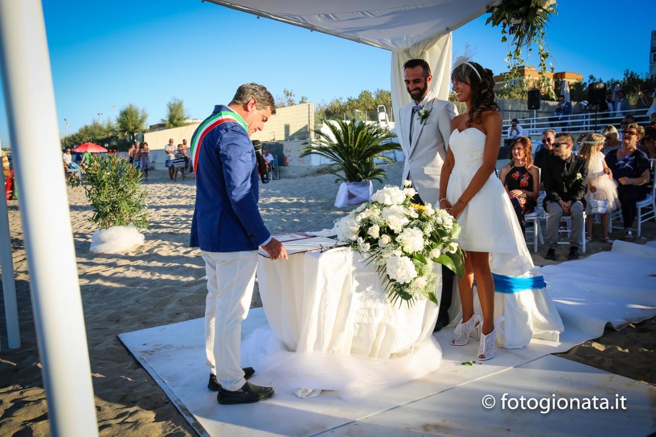 Matrimonio Sulla Spiaggia Economico : Matrimoni in spiaggia ll regardsdefemmes