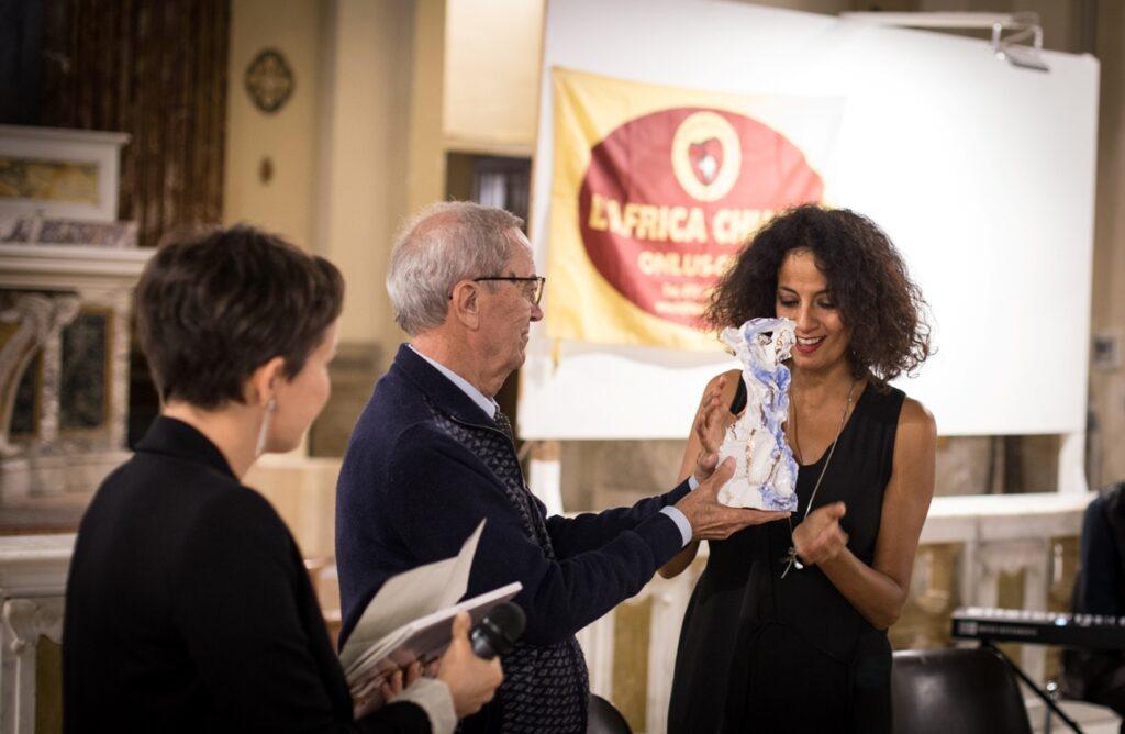Saba Anglana riceve il premio ho l'africa nel cuore