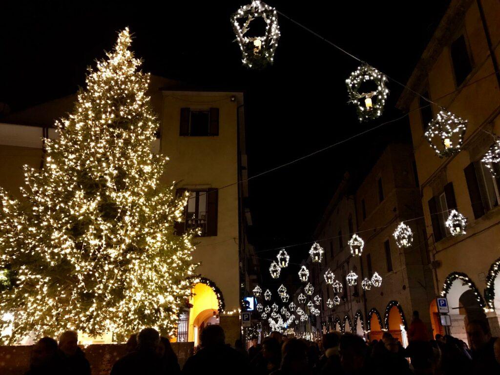 Immagini Natale 1024x768.Fossombrone Si Illumina A Festa Grazie Al Magico Natale Fanoinforma